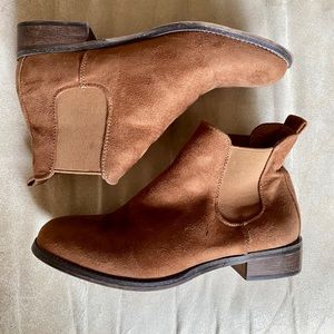 Cathy Jean Brown Suede Booties size 7